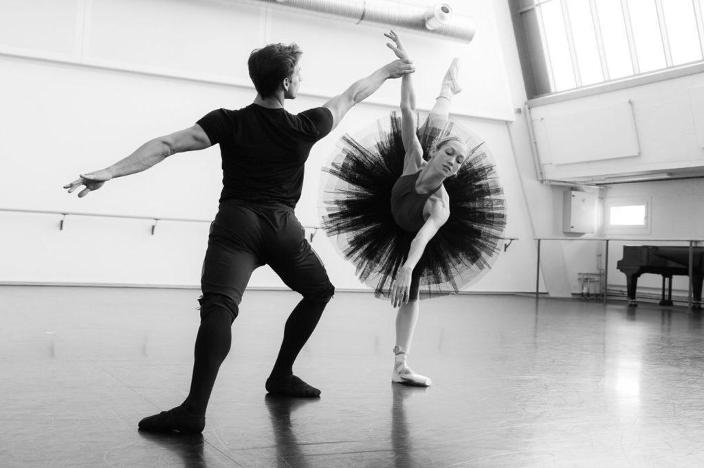 "2. D.Vieira and K.Ovsyanick, rehearsal of N.Duato's ""Nutcracker"", State Ballet Berlin © Y.Revazov 2016"