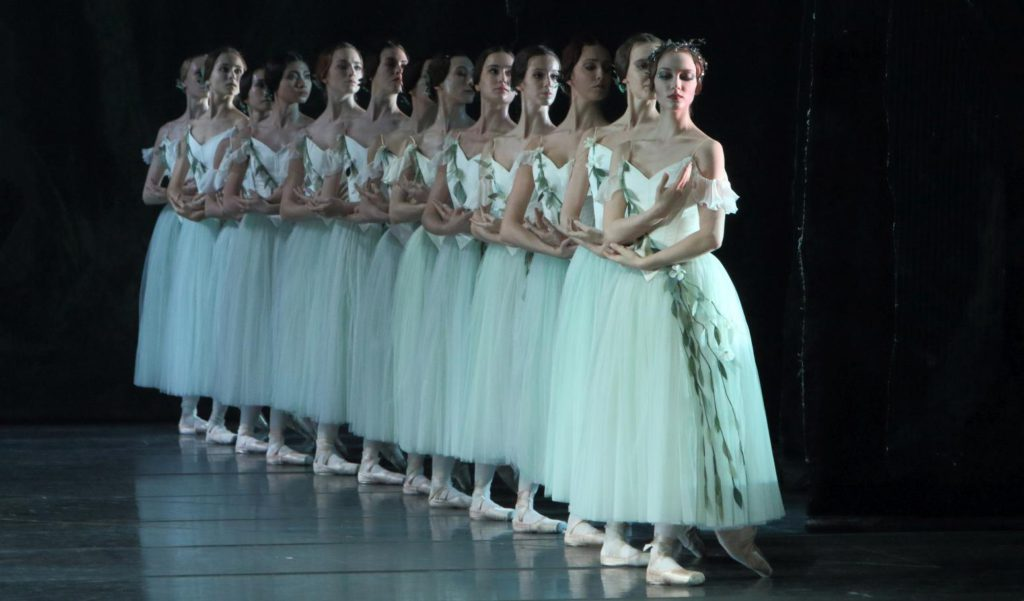 "3. Ensemble, ""Giselle"" by P.Wright after M.Petipa, J.Coralli and J.Perrot, Bavarian State Ballet © W.Hösl 2016"