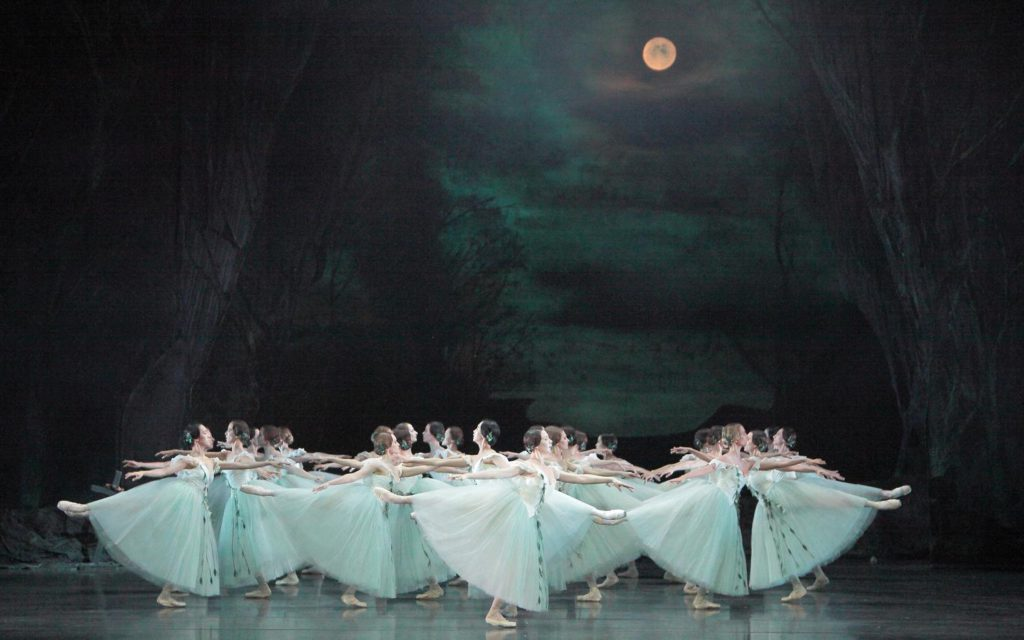 "4. Ensemble, ""Giselle"" by P.Wright after M.Petipa, J.Coralli and J.Perrot, Bavarian State Ballet © W.Hösl 2016"