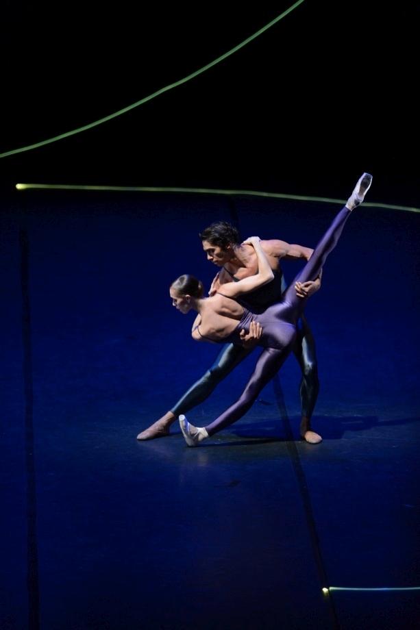 "57. A.Osadcenko and J.Reilly, ""Variations for Two Couples"" by H.van Manen, Stuttgart Ballet © Stuttgart Ballet"