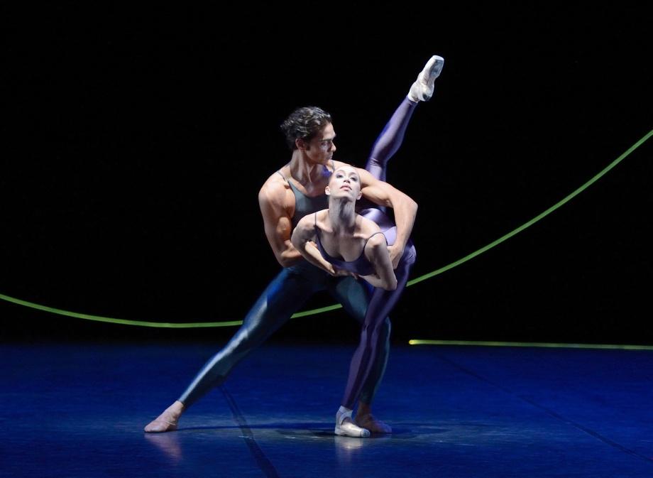 "55. J.Reilly and A.Osadcenko, ""Variations for Two Couples"" by H.van Manen, Stuttgart Ballet © Stuttgart Ballet"
