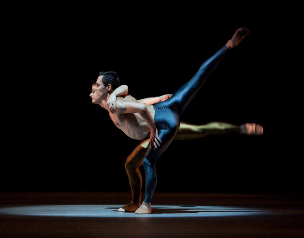 """47. R.Şucheană and M.Sydykov, """"Kleines Requiem"""" by H.van Manen, Ballett am Rhein © G.Weigelt"""