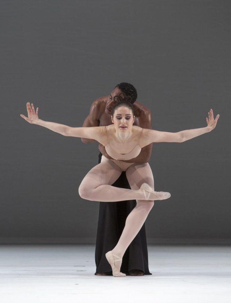 """4. R.Arts and F.van Dijken, """"Grosse Fuge"""" by H.van Manen, Ballett am Rhein © G.Weigelt"""