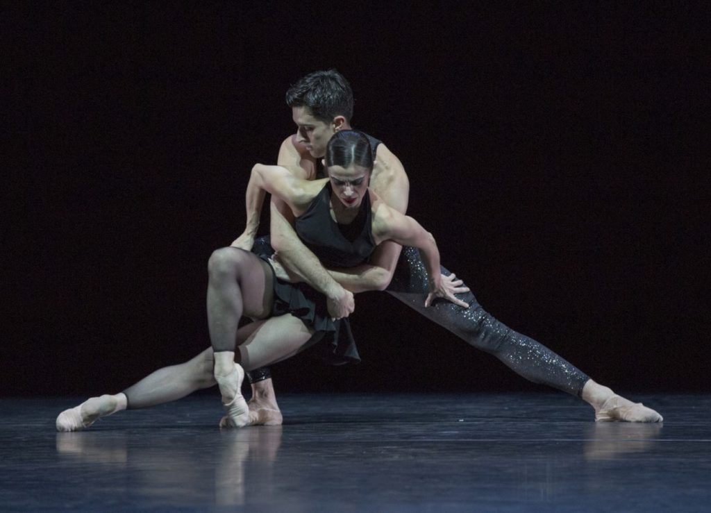 """42. M.do Amaral and A.Simões, """"Two Gold Variations"""" by H.van Manen, Ballett am Rhein © G.Weigelt"""