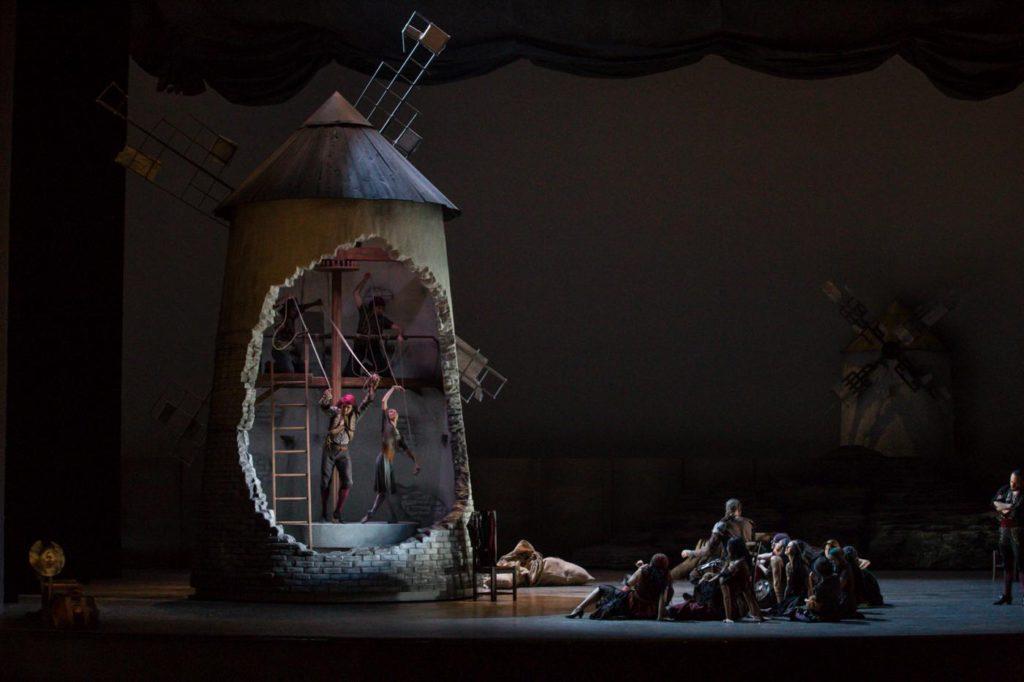 "11. M.Hamilton and ensemble, ""Don Quixote"" by A.S.Watkin, Semperoper Ballet © S.Ballone 2016"