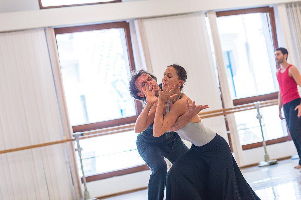 """3. S.Ferrolier rehearsing """"The Moor's Pavane"""" with S.Stackhouse, chor.: J.Limón, Bavarian State Ballet © D.Kol"""