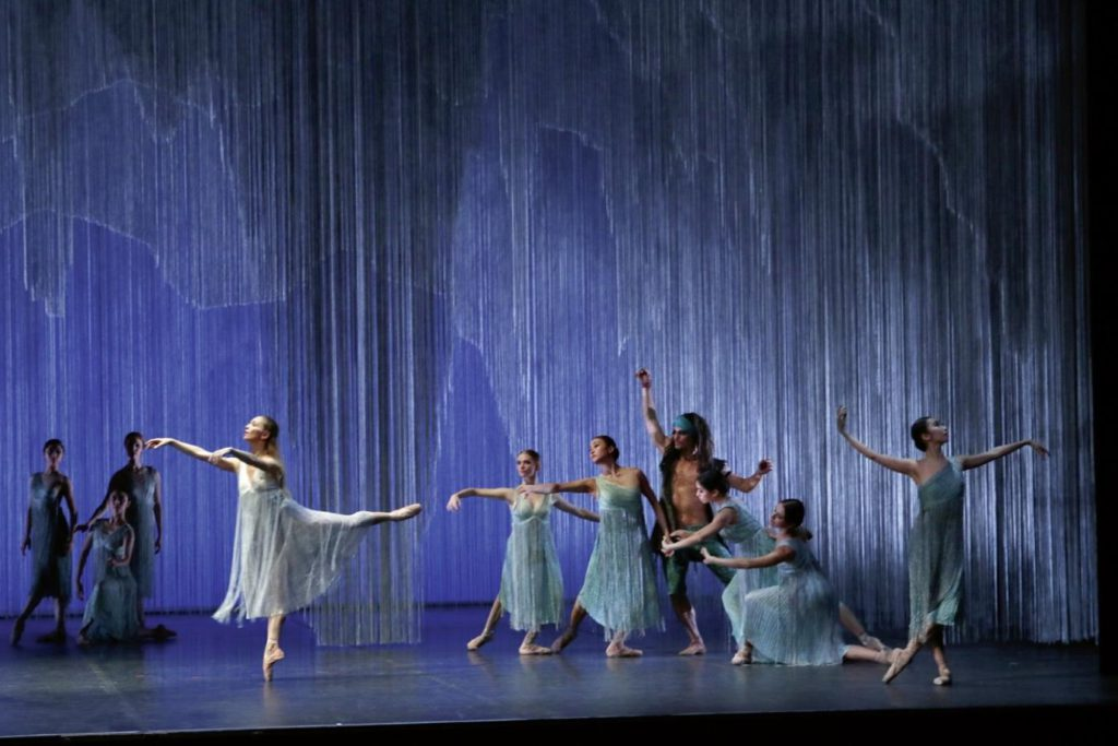 """2. S.Azzoni, O.Bubeníček and ensemble, """"Napoli"""" by A.Bournonville and with new choreography by L.Riggins, Hamburg Ballet © H.Badekow 2014"""