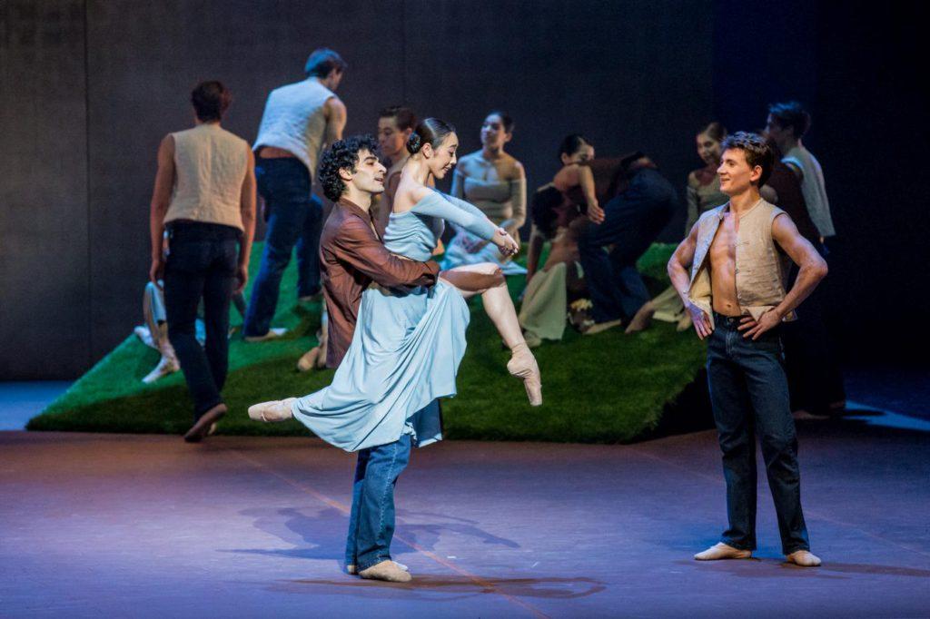 "22. K.Azatyan, X.Lin, K.Tselikov and ensemble, ""The Song of the Earth"" by J.Neumeier, Hamburg Ballet © S.Ballone 2016"