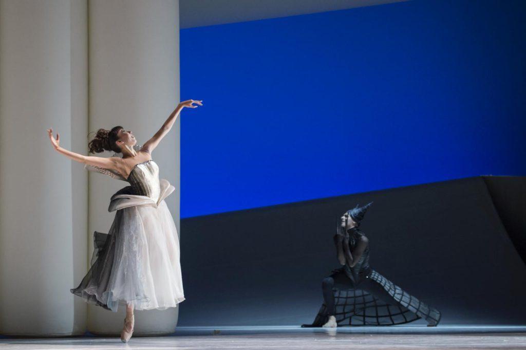"""2. M.Koike and S.Bourgond, """"La Belle"""" by J.-C.Maillot, Les Ballets de Monte Carlo © A.Blangero 2017"""