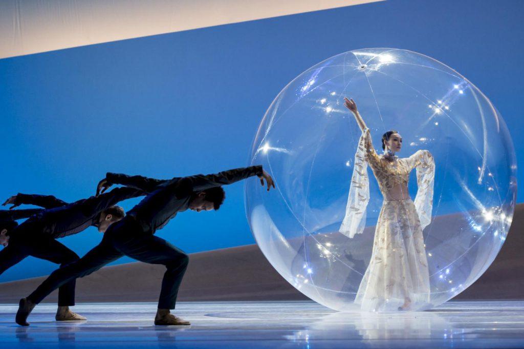 "4. O.Smirnova and ensemble, ""La Belle"" by J.-C.Maillot, Les Ballets de Monte Carlo © A.Blangero 2017"