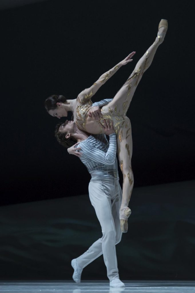 "8. S.Chudin and O.Smirnova, ""La Belle"" by J.-C.Maillot, Les Ballets de Monte Carlo © A.Blangero 2017"