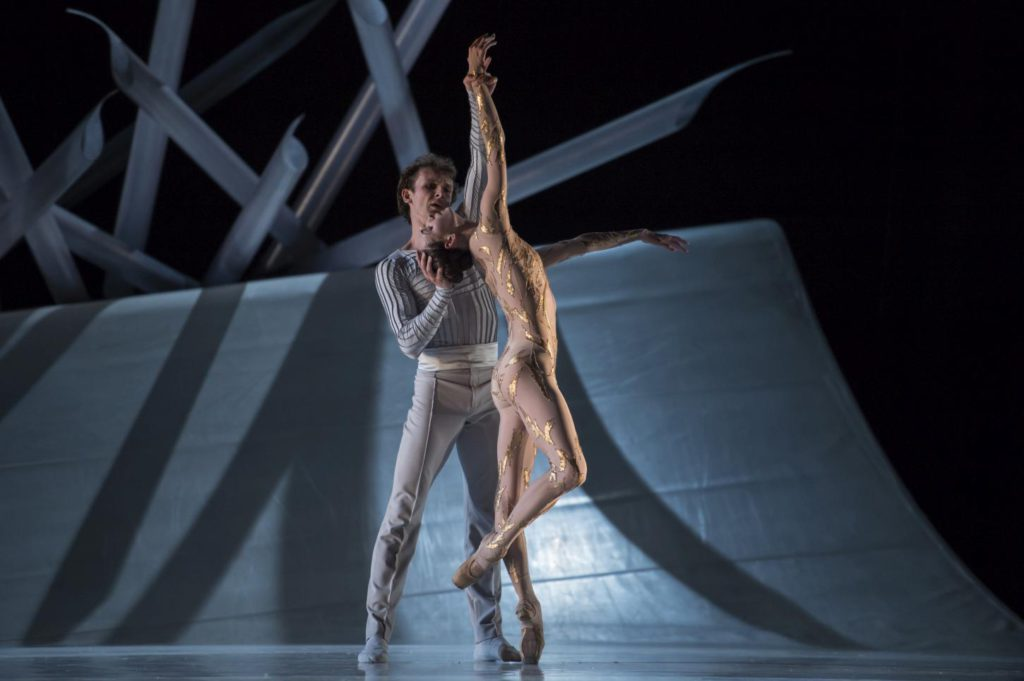 "7. S.Chudin and O.Smirnova, ""La Belle"" by J.-C.Maillot, Les Ballets de Monte Carlo © A.Blangero 2017"