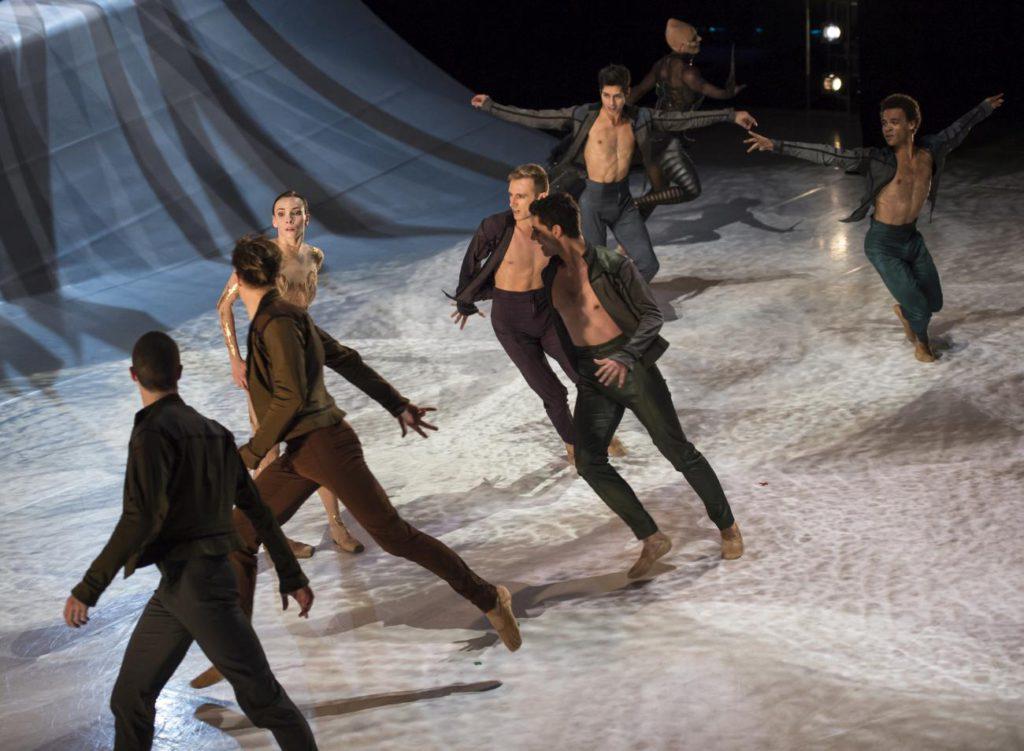 "5. O.Smirnova and ensemble, ""La Belle"" by J.-C.Maillot, Les Ballets de Monte Carlo © A.Blangero 2017"