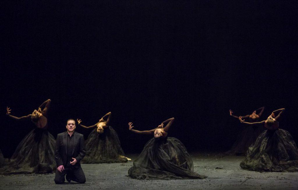 "15. F.Meli and ensemble, ""Messa da Requiem"" by C.Spuck, Ballet Zurich © G.Batardon 2017"