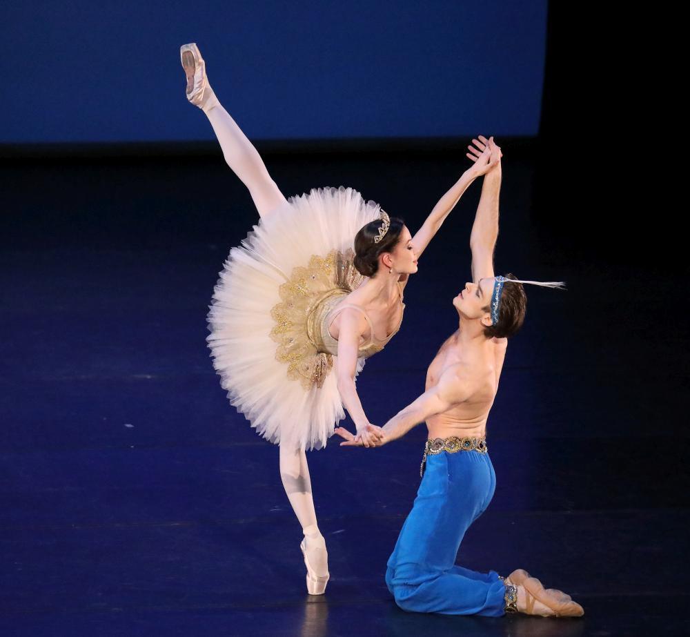 "3. M.Shirinkina and V.Shklyarov, ""Le Corsaire"", Pas de Deux by S.Andrianov and V.Chabukiani, Bavarian State Ballet © W.Hösl 2017"