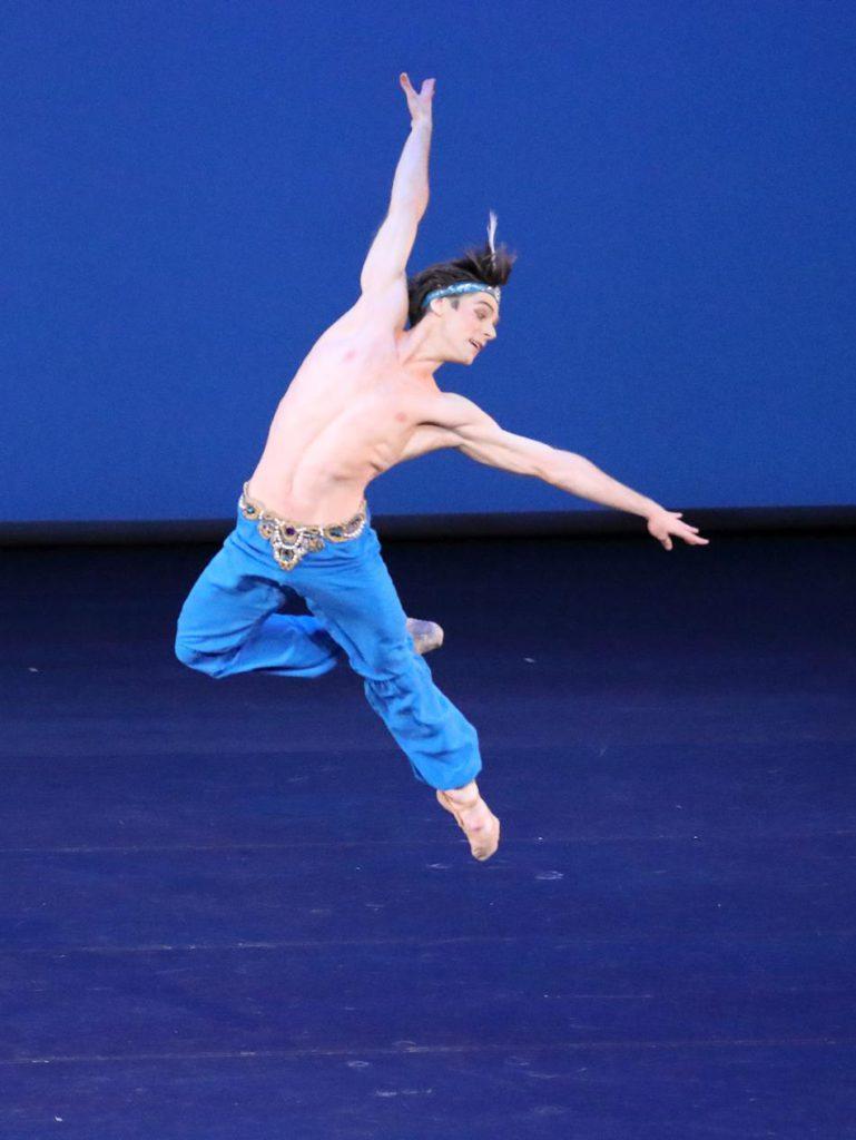 "4. V.Shklyarov, ""Le Corsaire"", Pas de Deux by S.Andrianov and V.Chabukiani, Bavarian State Ballet © W.Hösl 2017"