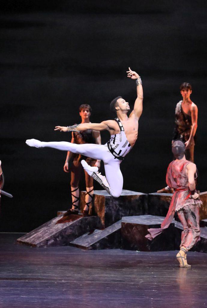 "1. O.Gouneo and ensemble, ""Spartacus"" by Y.Grigorovich, Bavarian State Ballet © W.Hösl 2017"
