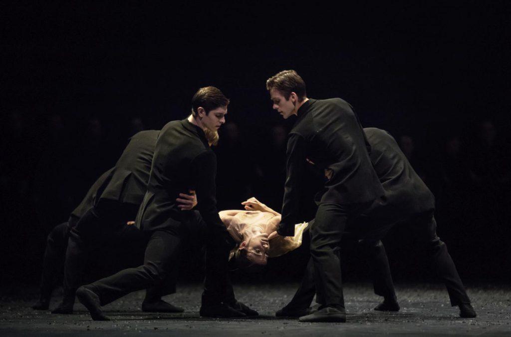 "6. M.Knight, G.Tonelli, A.Cozlac and ensemble, ""Messa da Requiem"" by C.Spuck, Ballet Zurich © G.Batardon 2017"