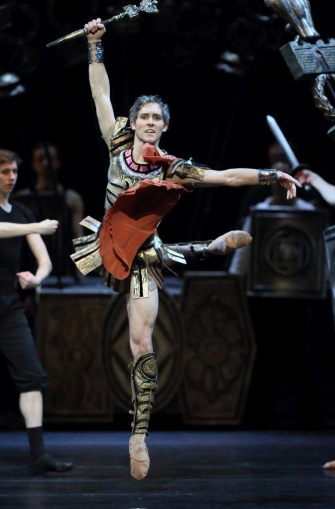 "8. M.Urban and ensemble, ""Spartacus"" by Y.Grigorovich, Bavarian State Ballet © W.Hösl 2017"