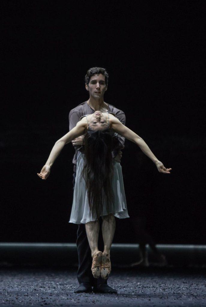 """13. F.Portugal and Y.Han, """"Messa da Requiem"""" by C.Spuck, Ballet Zurich © G.Batardon 2017"""