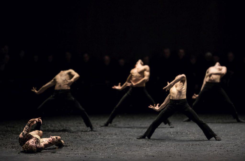 """1. W.Moore and ensemble, """"Messa da Requiem"""" by C.Spuck, Ballet Zurich © G.Batardon 2017"""