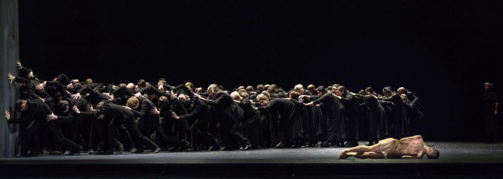 "16. G.Tonelli, ballet ensemble and choir, ""Messa da Requiem"" by C.Spuck, Ballet Zurich © G.Batardon 2017"