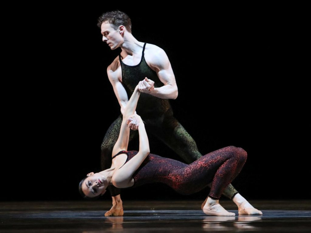 "15. Q.Liu and R.Wörtmeyer, ""Frank Bridge Variations"" by H.van Manen, Dutch National Ballet 2017 © H.Gerritsen"