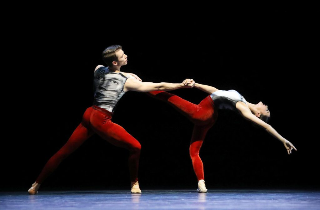 "6. S.Sjouke and N.Burer, ""In Transit"" by E.Meisner, Dutch National Ballet 2017 © H.Gerritsen"