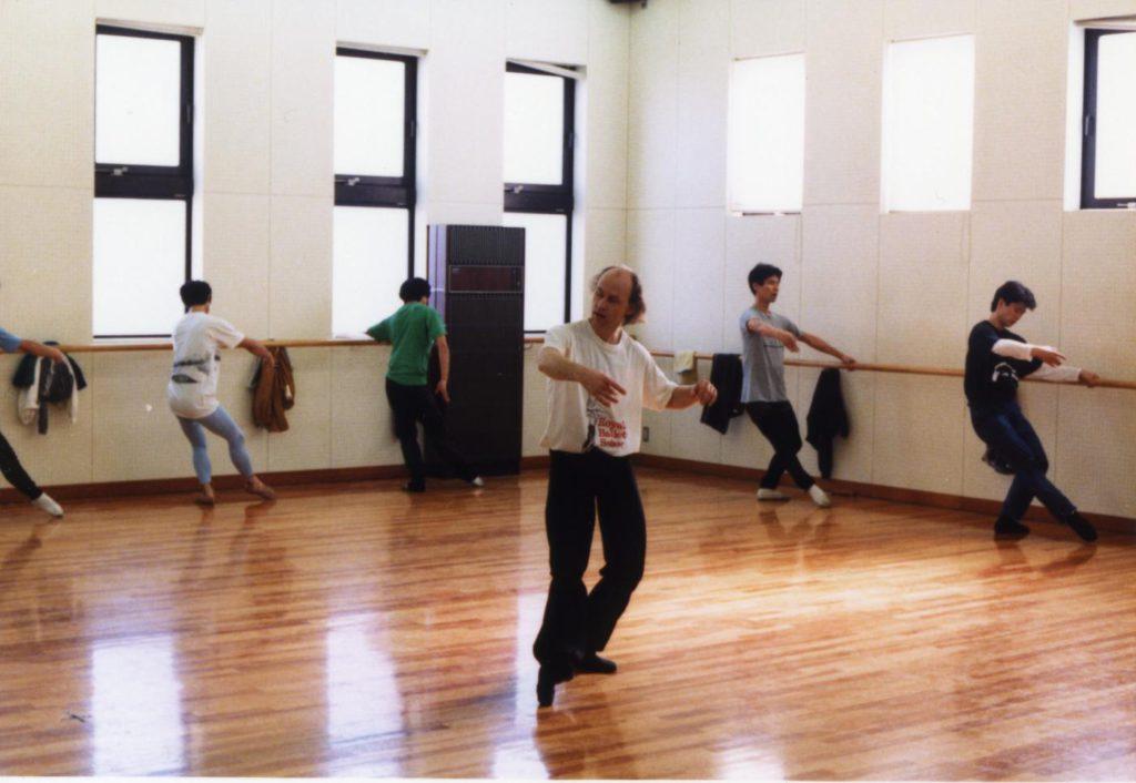 12. B.Akimov teaching dancers of the Asami Maki Ballet Tokyo in 1990 © Y.Yamahiro