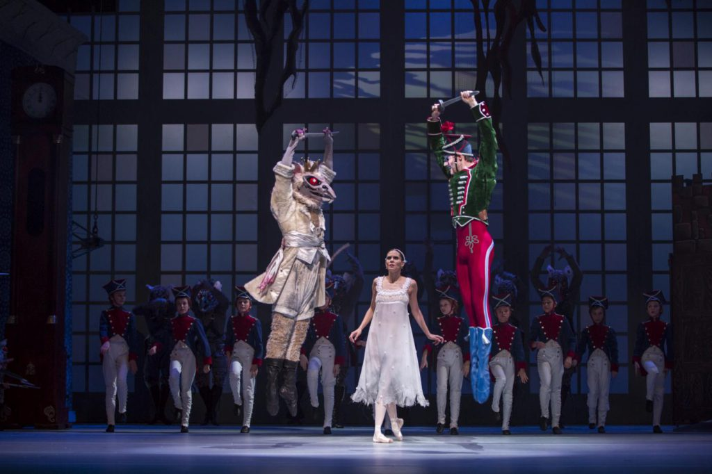 "18. J.Stout, I.de Jongh, J.Wainford Wright and ensemble, ""The Nutcracker and the Mouse King"" by T.van Schayk and W.Eagling, Dutch National Ballet © A.Sterling"
