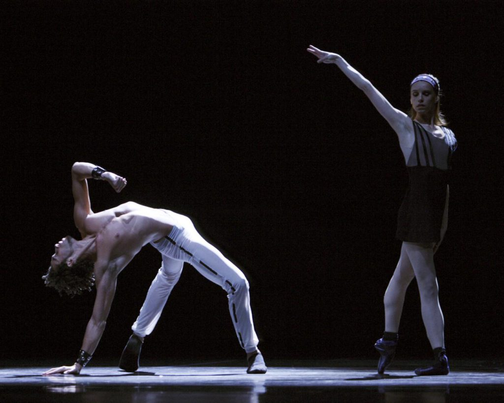 "27. R.R.Pronk and N.Hoffman, ""Spiegels Bevriezend"" by T.van Schayk, Dutch National Ballet © A.Sterling"