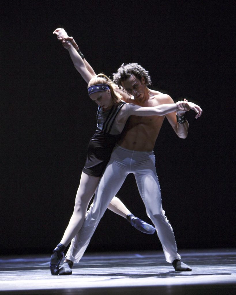 "29. R.R.Pronk and N.Hoffman, ""Spiegels Bevriezend"" by T.van Schayk, Dutch National Ballet © A.Sterling"