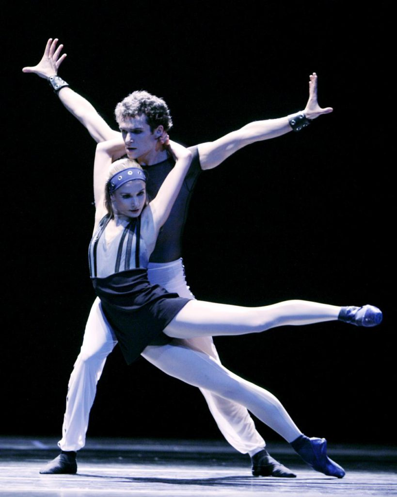 "28. M.Gremillet and A.Bazeviciute, ""Spiegels Bevriezend"" by T.van Schayk, Dutch National Ballet © A.Sterling"