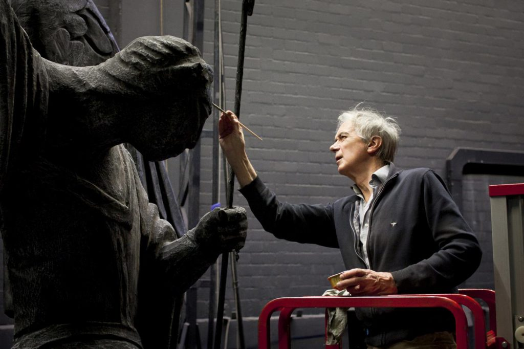 1. T.van Schayk working on the statue of Romeo and Juliet, Dutch National Ballet © R.Holleboom