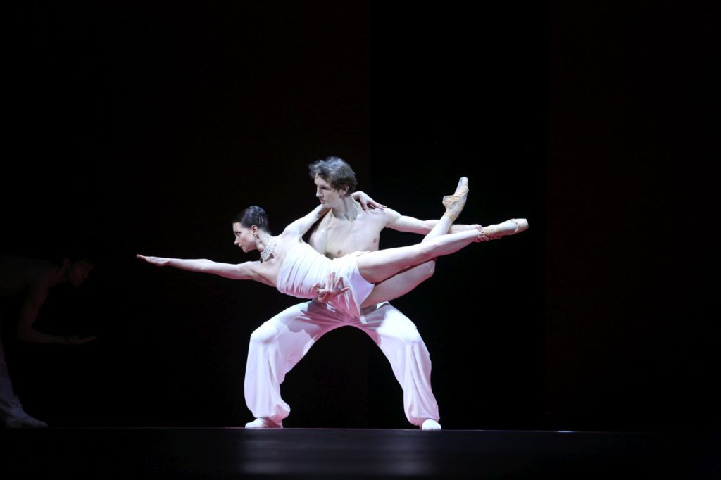"""4. N.Kaptsova and S.Chudin, """"Short Time Together"""" by S.León and P.Lightfoot, Bolshoi Ballet 2017 © E.Fetisova / Bolshoi Theatre"""