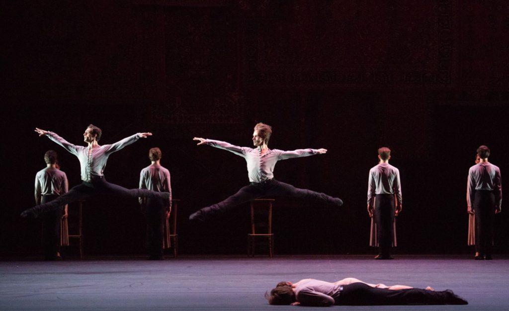 """6. Ensemble, """"Symphony of Psalms"""" by J.Kylián, Bolshoi Ballet 2017 © M.Logvinov / Bolshoi Theatre"""