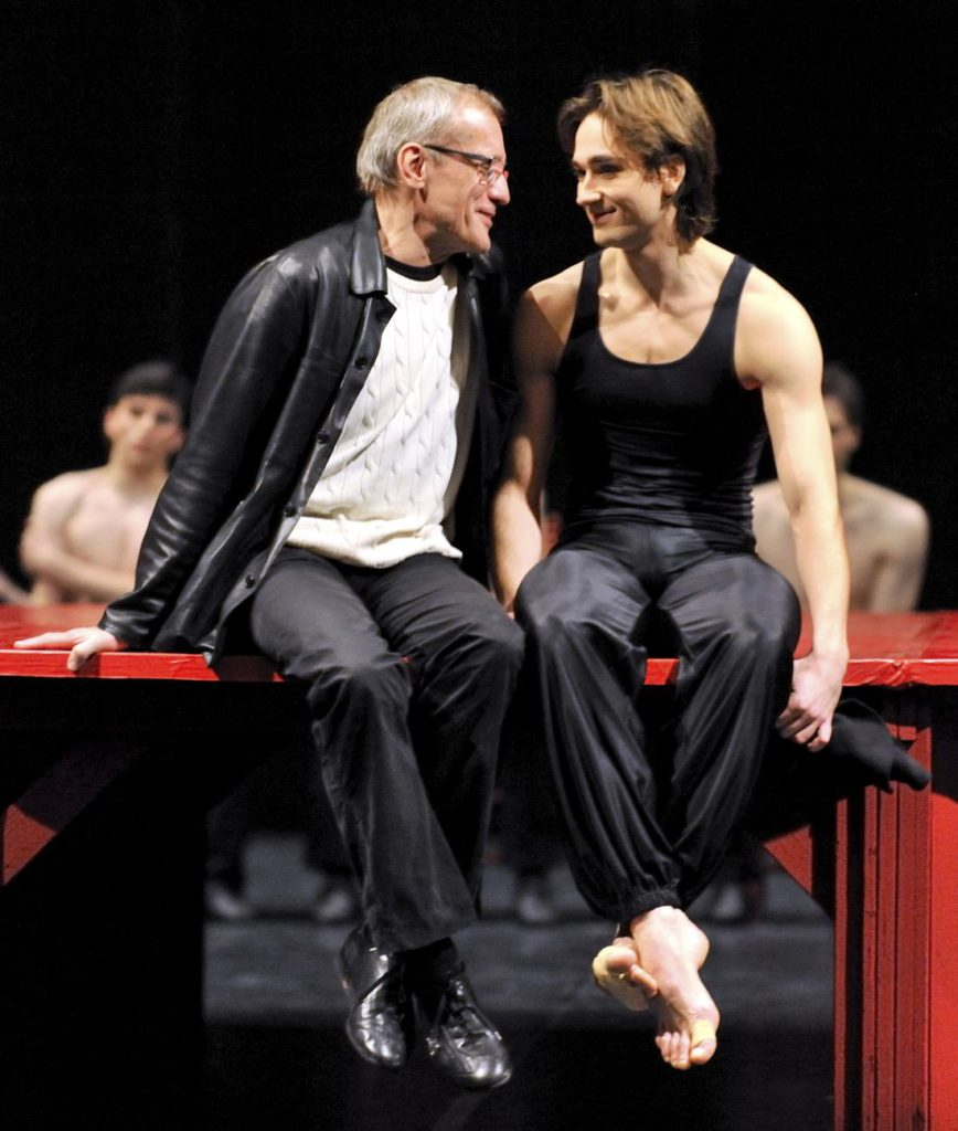 "4. R.Anderson and F.Vogel at a rehearsal of M.Béjart`s ""Bolero"" © Stuttgart Ballet"