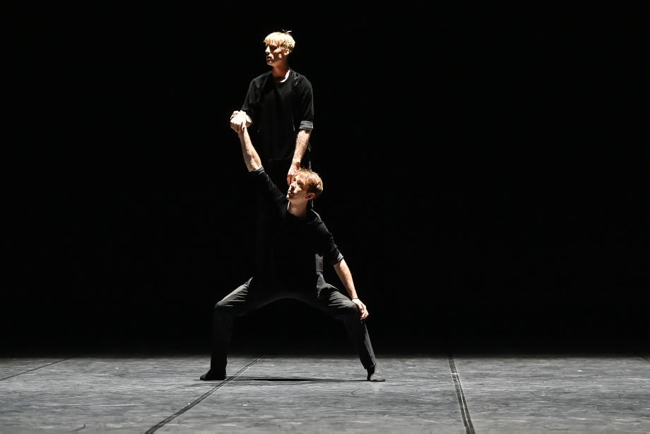 "6. R.Robinson and A.Russel-Jones, ""Room 29"" by R.Robinson and A.Russel-Jones, Noverre Society Stuttgart – Young Choreographers 2017 © R.Novitzky"