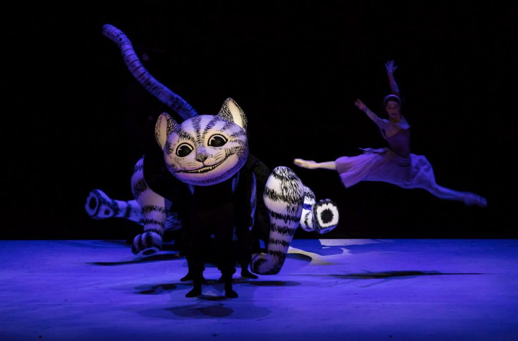 "7. The Cheshire Cat and K.Ryzhkova, ""Alice in Wonderland"" by C.Wheeldon, Bavarian State Ballet 2017 © S.Ballone"