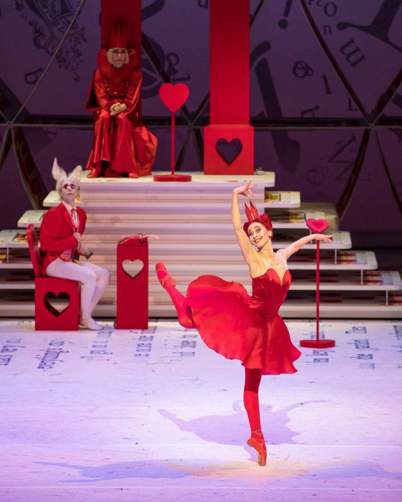 "13. S.Ferrolier, J.Amo, N.Graf, ""Alice in Wonderland"" by C.Wheeldon, Bavarian State Ballet 2017 © S.Ballone"