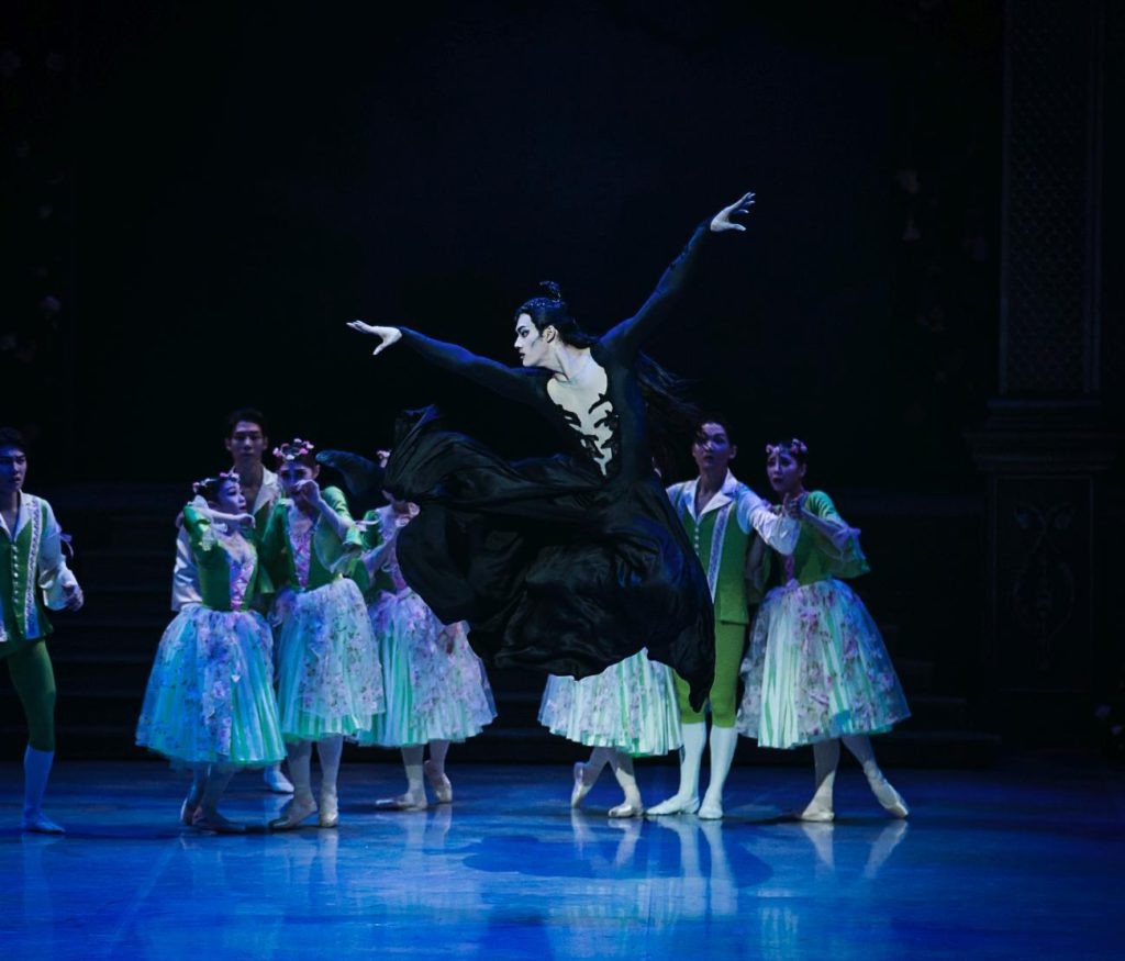 "4. J.-W.Lee and ensemble, ""The Sleeping Beauty"" by M.Haydée after M.Petipa, Korean National Ballet © Korean National Ballet"