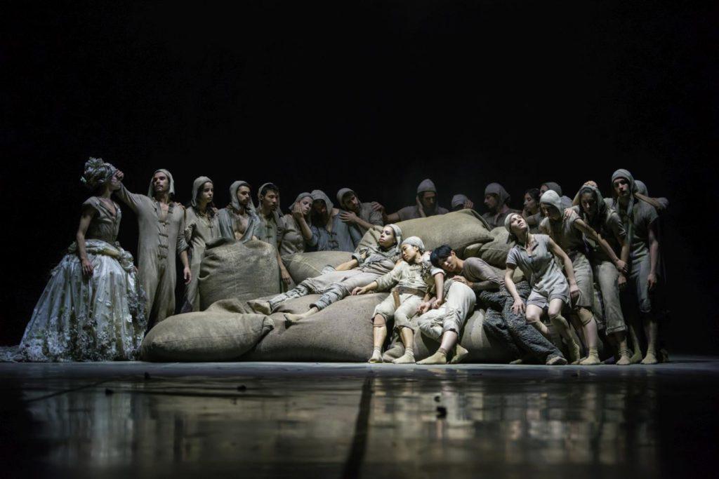"""10. Ensemble, """"Don Quixote"""" by G.Montero, Ballet of the State Theater Nuremberg 2017 © J.Vallinas"""
