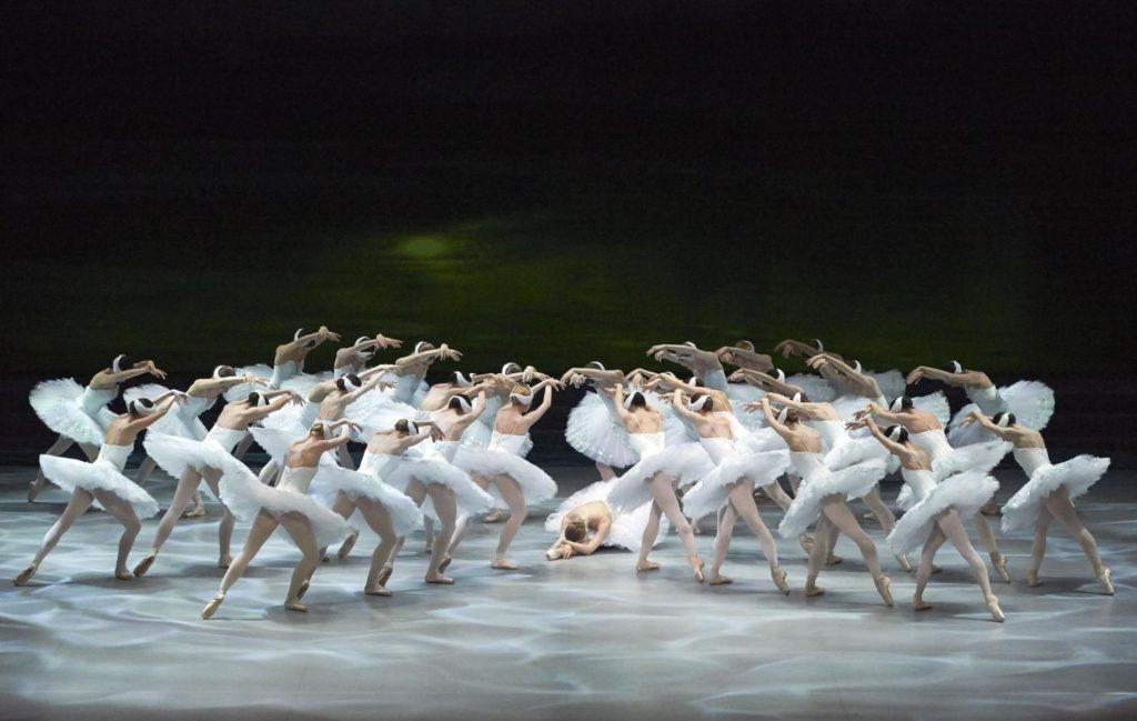 "5. Ensemble, ""Swan Lake"" by R.Nureyev after M.Petipa and L.Ivanov © Vienna State Ballet / M.Pöhn"