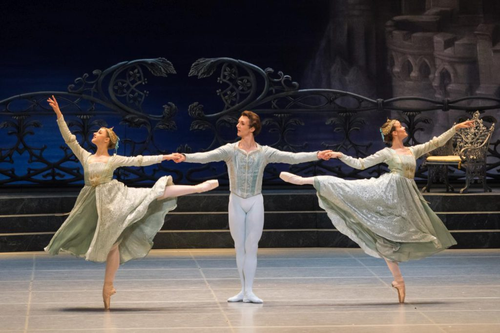 "5. N.Mair, S.Chudin and N.Tonoli, ""Swan Lake"" by R.Nureyev after M.Petipa and L.Ivanov, Vienna State Ballet © Vienna State Ballet / A.Taylor"