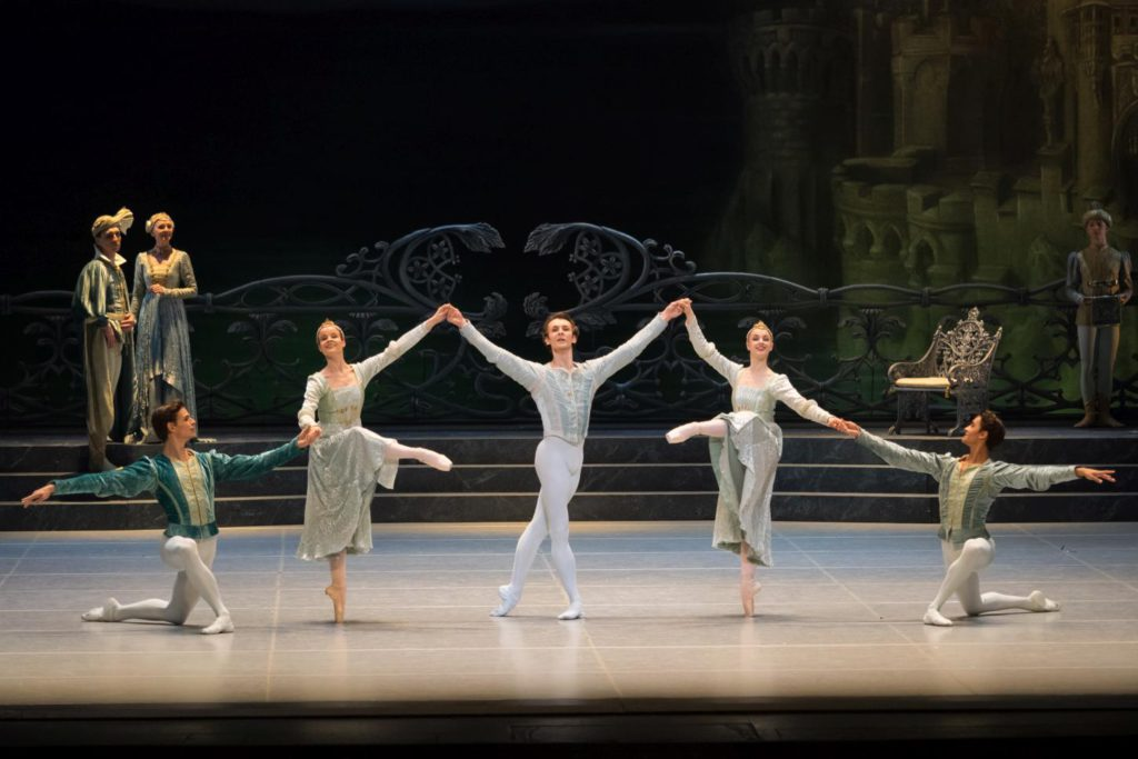 "2. J.Feyferlik, N.Tonoli, S.Chudin, N.Mair and J.Stephens, ""Swan Lake"" by R.Nureyev after M.Petipa and L.Ivanov, Vienna State Ballet © Vienna State Ballet / A.Taylor"