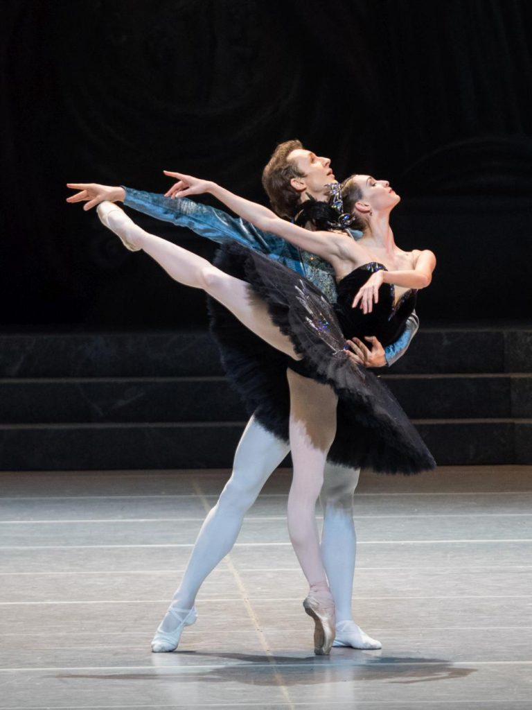 """6. S.Chudin and O.Smirnova, """"Swan Lake"""" by R.Nureyev after M.Petipa and L.Ivanov, Vienna State Ballet © Vienna State Ballet / A.Taylor"""