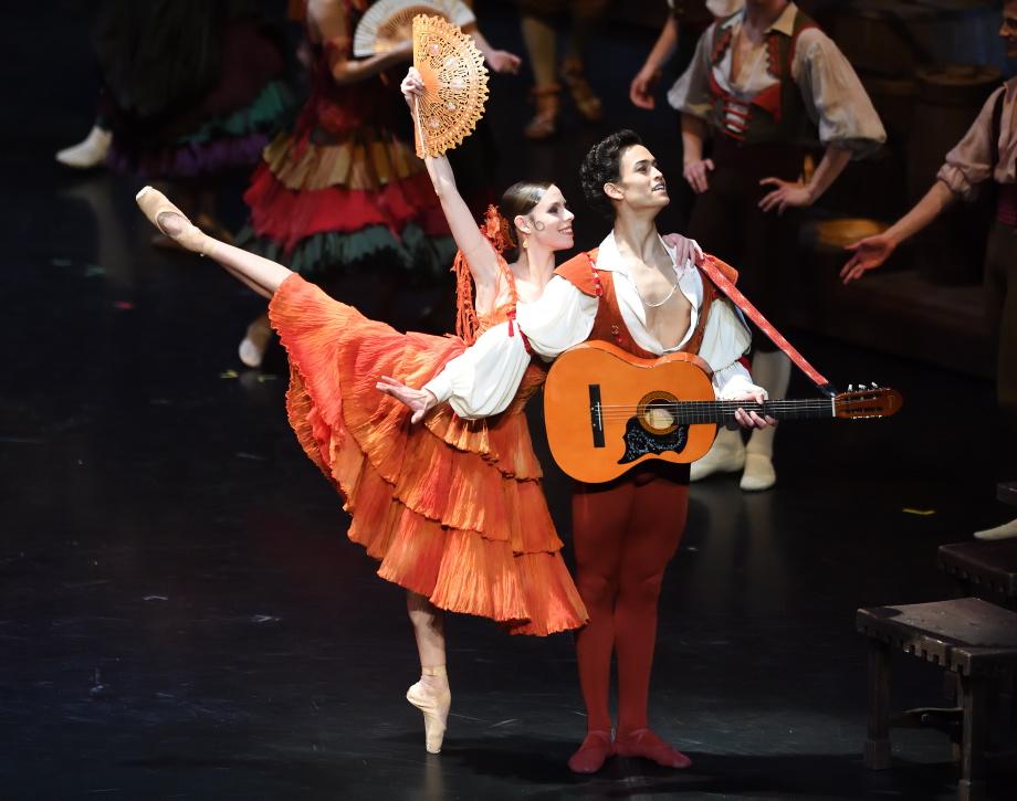 """1. E.Badenes, A.Soares da Silva and ensemble, """"Don Quixote"""" by M.Guerra, Stuttgart Ballet 2017 © Stuttgart Ballet"""