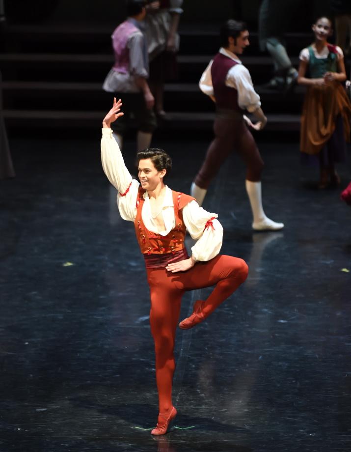 """2. A.Soares da Silva and ensemble, """"Don Quixote"""" by M.Guerra, Stuttgart Ballet 2017 © Stuttgart Ballet"""