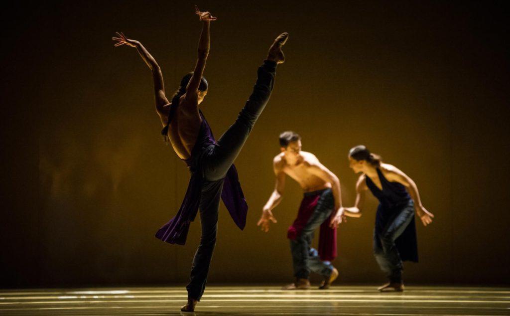"3. A.Khamzina, J.Casier and M.Ligurgo, ""rituals from another when"" by J.Godani, Ballet Zurich 2017 © C.Quezada"