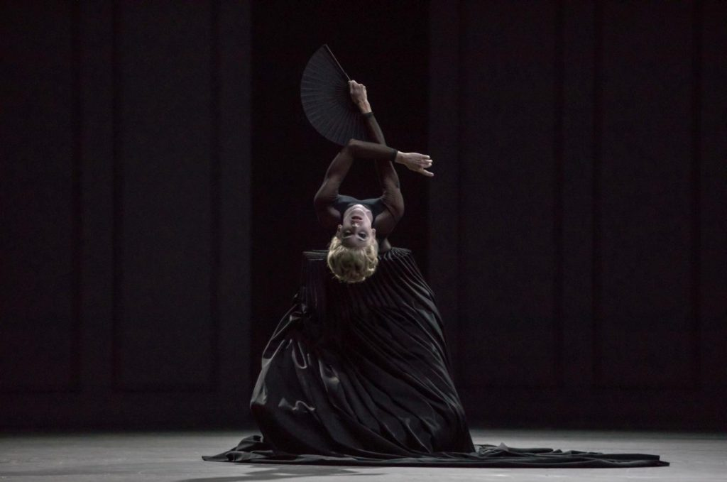 "9. K.Wünsche, ""Lady with a Fan"" by D.Lee, Ballet Zurich 2017 © G.Batardon"